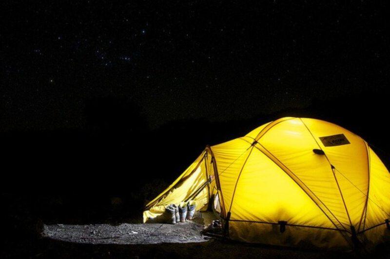 Nocowanie w namiocie